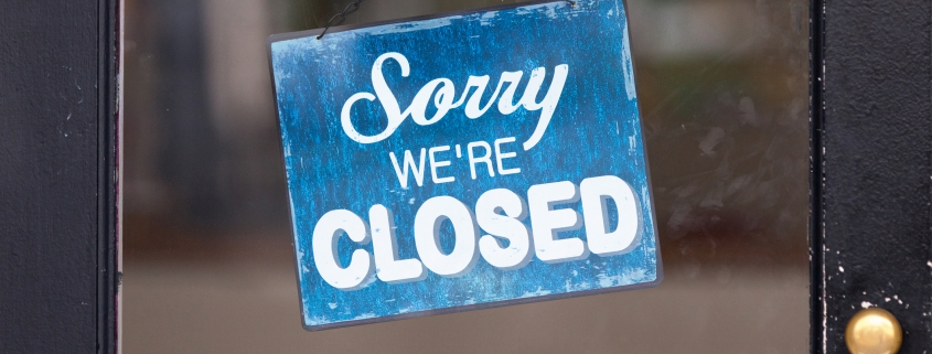 Close-up on a closed sign in the window.